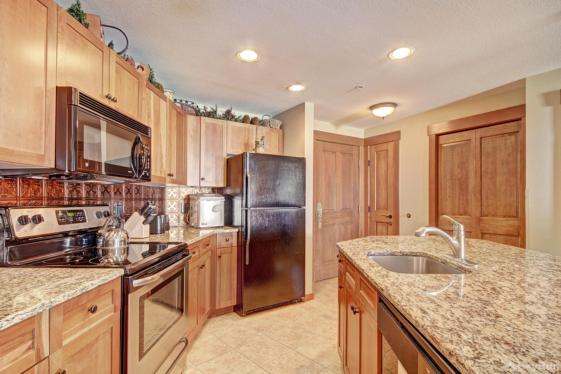 CO422 Copper One Lodge Fully Equipped Kitchen