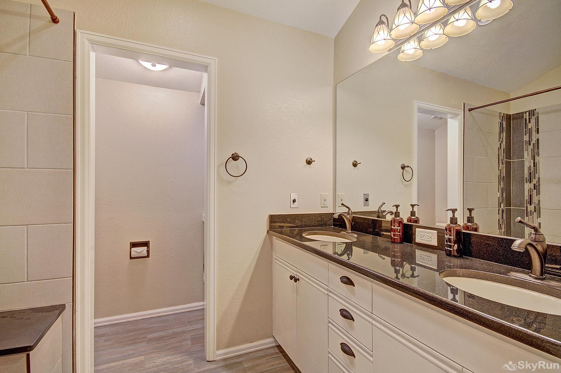 Woods12 Townhome Pet Friendly En Suite Master Bathroom