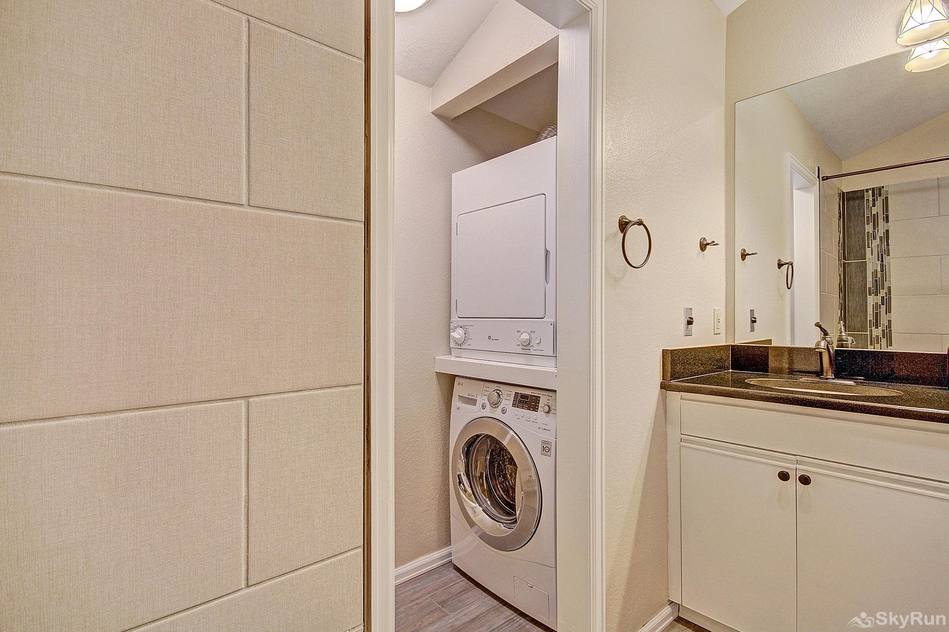 Woods12 Townhome Pet Friendly Private Washer and Dryer