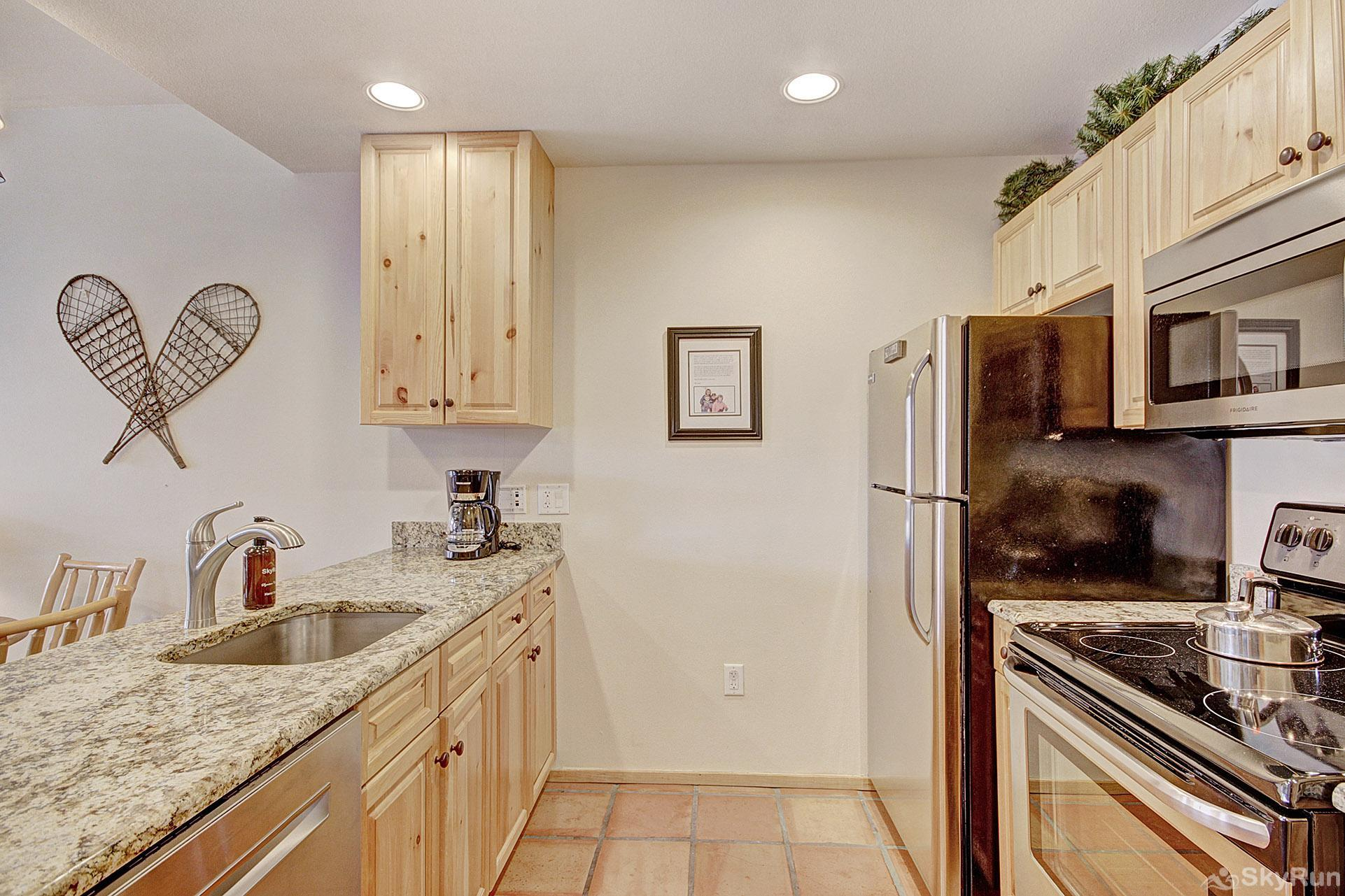 TM407BR1 Tucker Mtn Lodge Beautiful Fully Equipped Kitchen