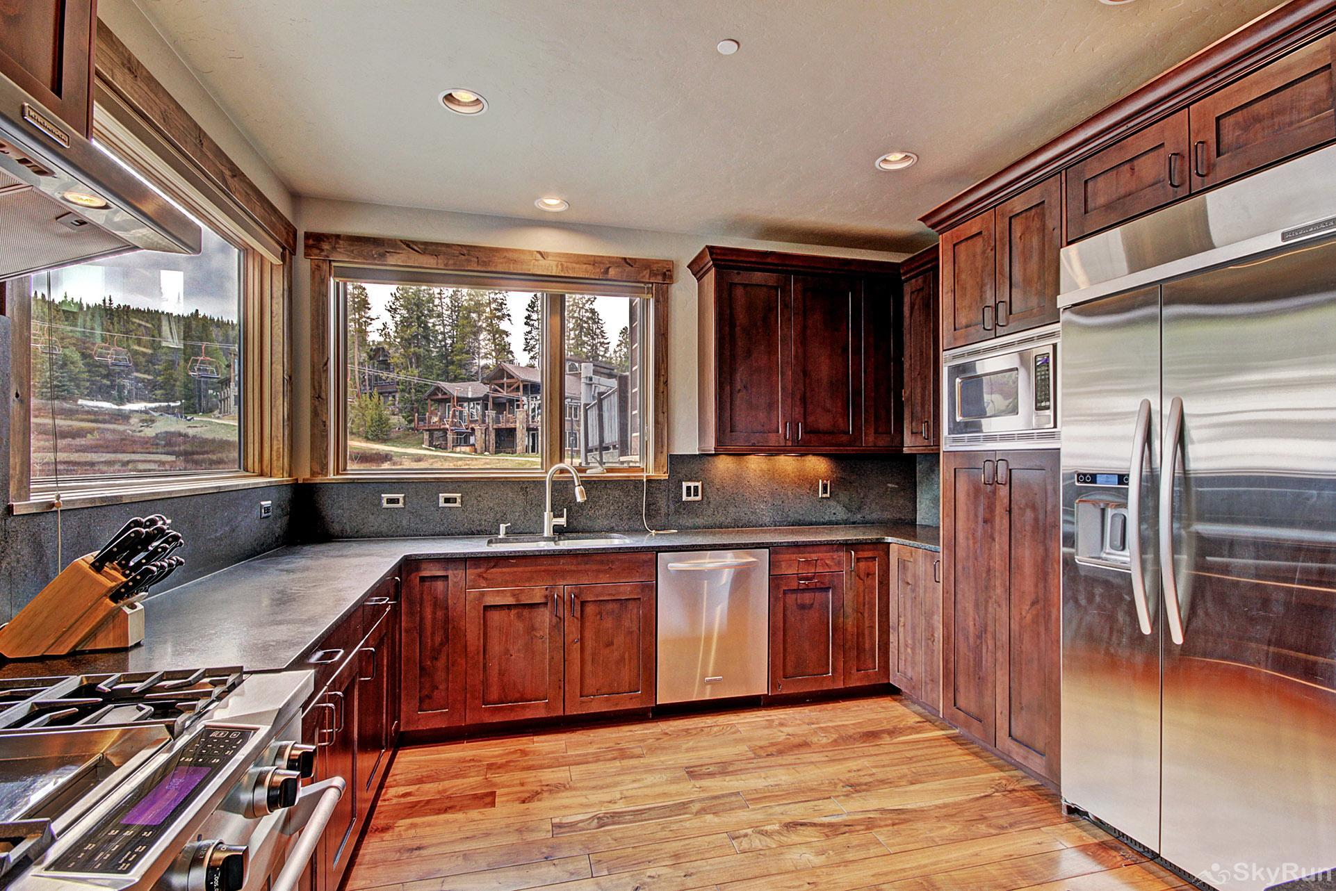 LR962 The Timberline at Lewis Ranch Beautiful Fully Equipped Kitchen