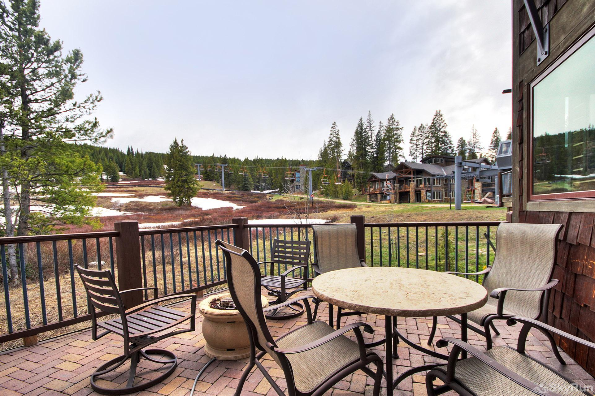 LR962 The Timberline at Lewis Ranch Dining on the Deck